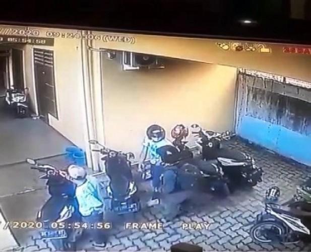 PolrestaIdentifikasi Ciri-ciri Komplotan Curanmor lewat CCTV