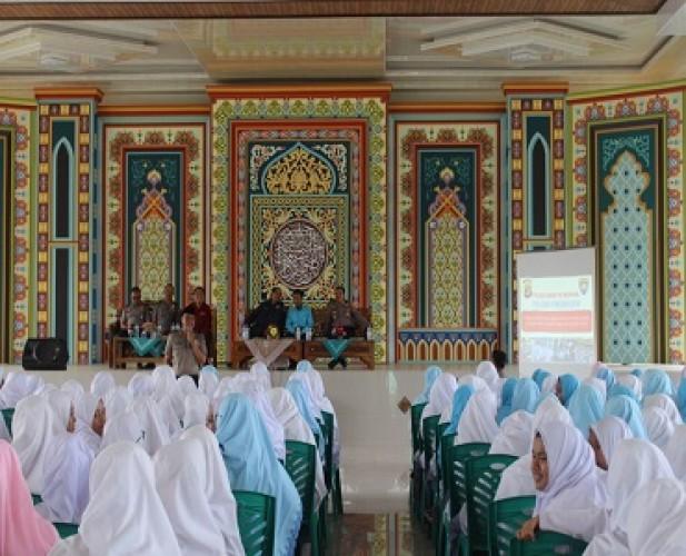 Polri Suluh 350 Santriwati Diniah Putri tentang Radikalisme
