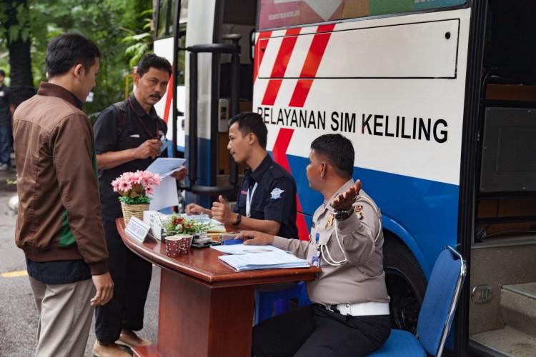 Polri Susun Aturan Pembuatan SIM dan SKCK Gratis