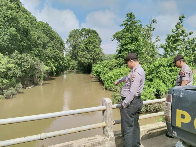 Polsek Abung Timur Patroli ke Lokasi Rawan Banjir