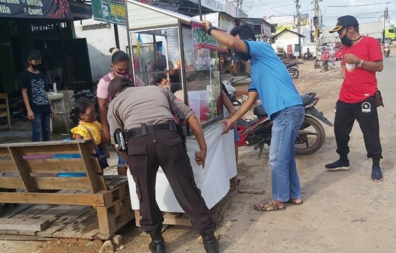 Polsek Banjaragung Tertibkan Pedagang Takjil