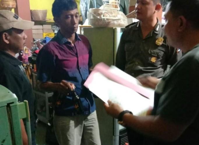 Polsek Banjit Amankan Botol Miras dan Puluhan Liter Tuak