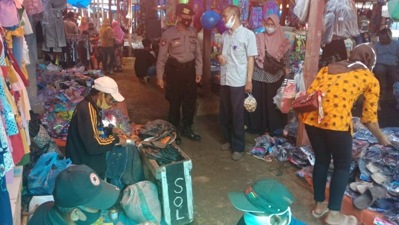 Polsek Pulau Panggung Patroli di Pasar Air Naningan