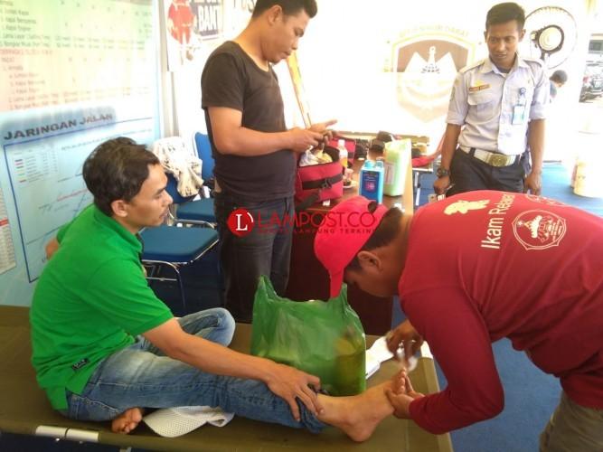 Posko PMI di Terminal Rajabasa Berikan Pelayanan Kesehatan