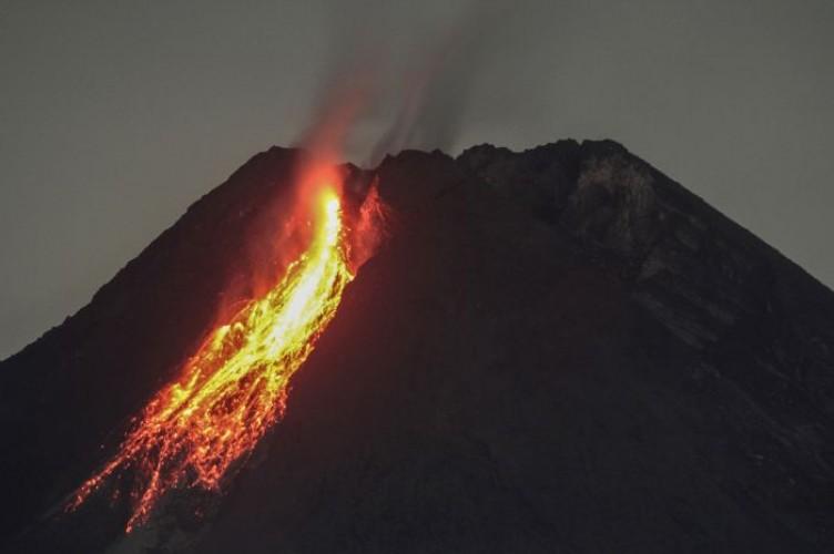 Potensi Bahaya Guguran Lava Gunung Merapi Sejauh 5 Km