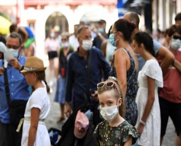 Prancis Kerahkan Polisi dalam Menegakkan Penggunaan Masker