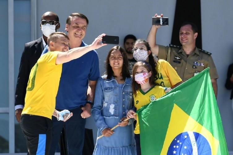 Presiden Brasil Tegaskan Lockdown Hancurkan Lapangan Pekerjaan
