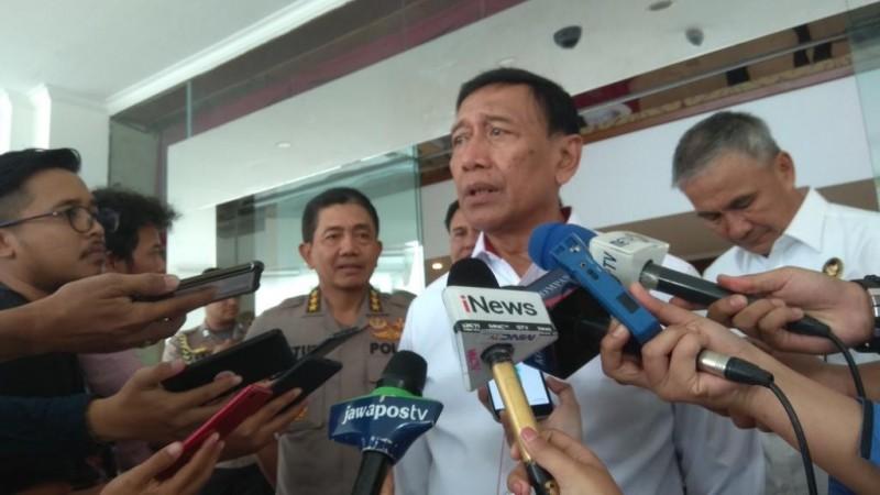 Presiden Diminta Pecat Wiranto