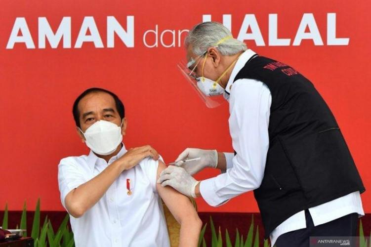 Presiden Jokowi Disuntik Vaksin Booster Tahun Depan