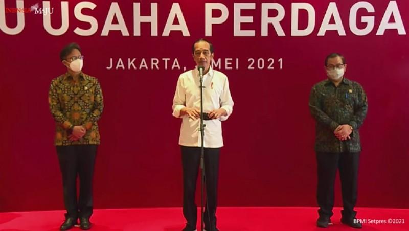 Presiden Minta Seluruh Pegawai Toko dan Mal Divaksinasi