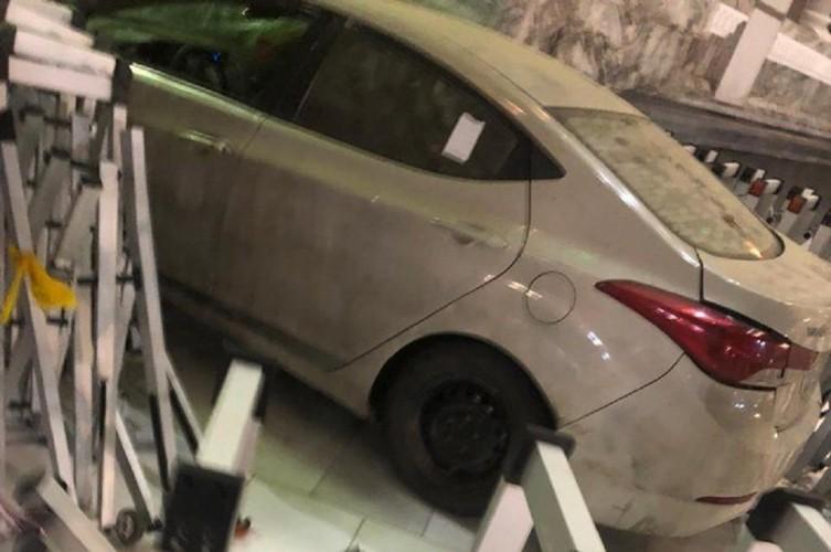 Pria Arab Saudi Tabrakkan Mobilnya ke Gerbang Masjidil Haram