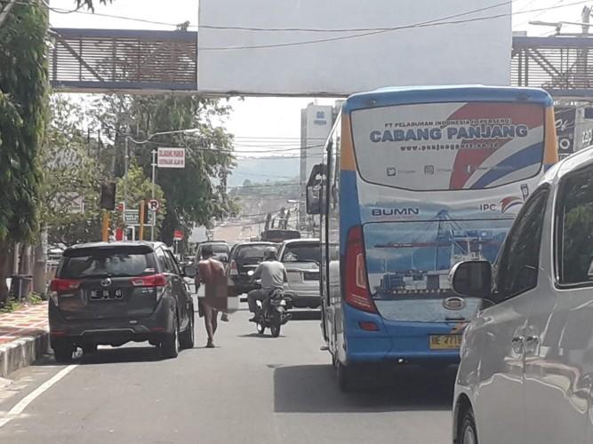 Pria Tanpa Busana di Jalan Jenderal Sudirman Resahkan Warga