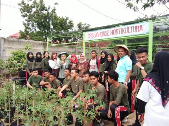 Program Tanimas SMAN 9 Bandar Lampung Panen Perdana