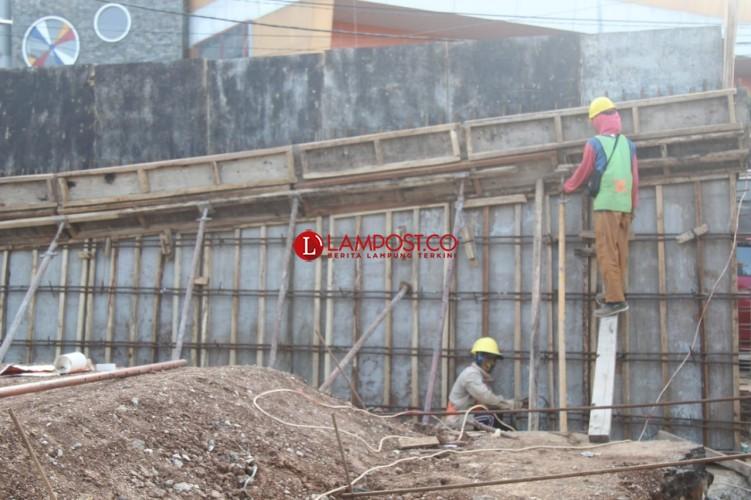 Progres Pembangunan <i>Fly Over</i> Sultan Agung Baru 15 Persen