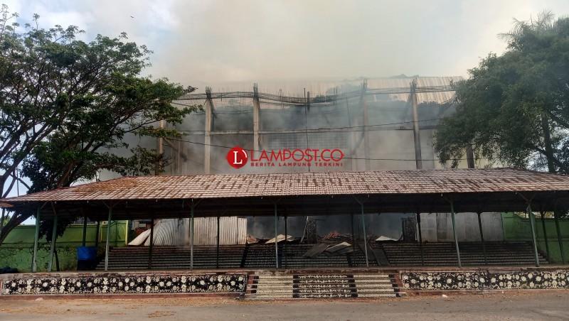 Proyek GOR Saburai Terbakar