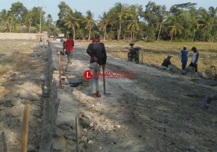 Proyek Jalan Rp1,4 Miliar di Ketapang Terkesan Asal Jadi