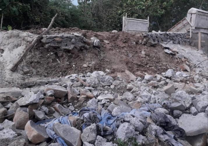 Proyek Jembatan Rp910 Juta di Desa Way Sari Ambrol