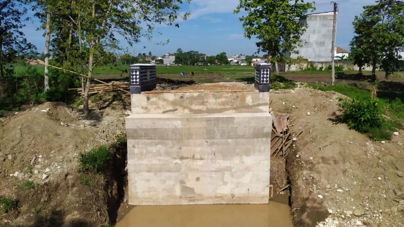 Proyek Jembatan Way Pelus Mangkrak