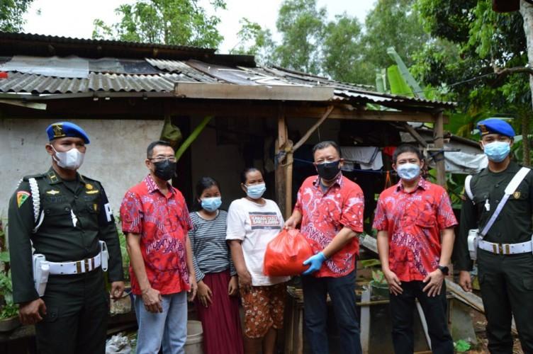 PSMTI dan Denpom II/3 Lampung Bagikan 50 Paket Sembako ke Warga