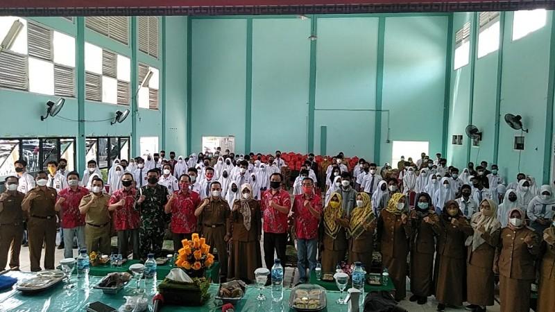 PSMTI Lampung Berbagi Kasih kepada 100 Pelajar SMA Berprestasi