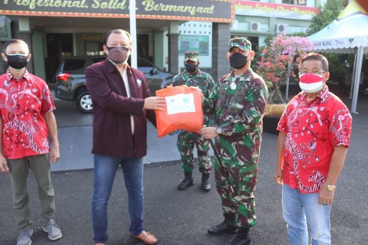 PSMTI Lampung Serahkan Bantuan Sembako ke Kodim 0410