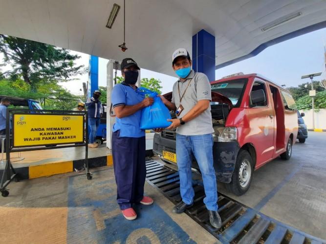 PT Gagas Energi Indonesia Bagikan Sembako untuk Pelanggan Gasku Terdampak Covid-19 di Batam