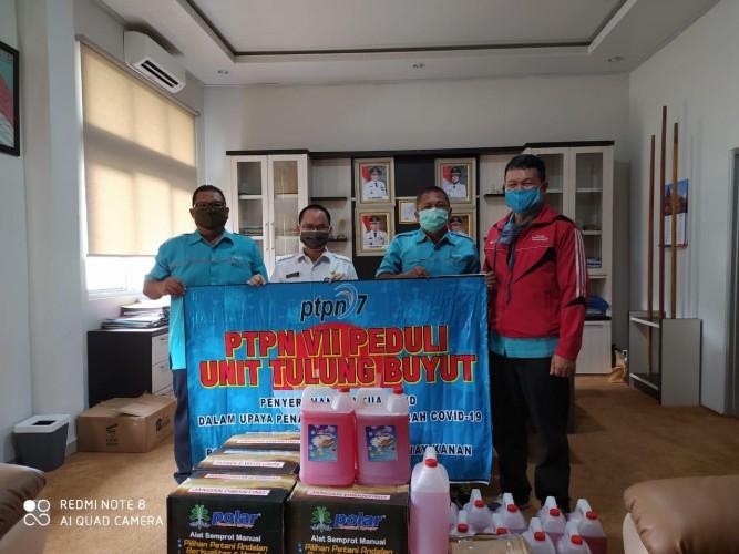 PTPN7 Unit Tulungbuyut Bantu Alat dan Bahan Disinfeksi Covid-19