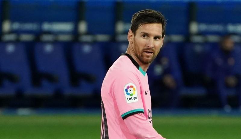 Pukul Kepala Pemain, Messi Lolos Hukuman Berat