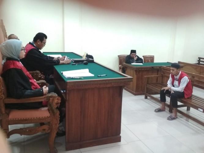 Pukul Murid Pakai Peci, Guru Ngaji Divonis 1 Tahun Penjara