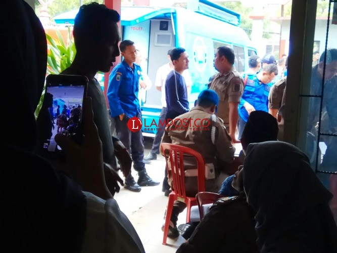 Puluhan Anggota Satpol PP dan Damkar Lamsel Jalani Tes Urine