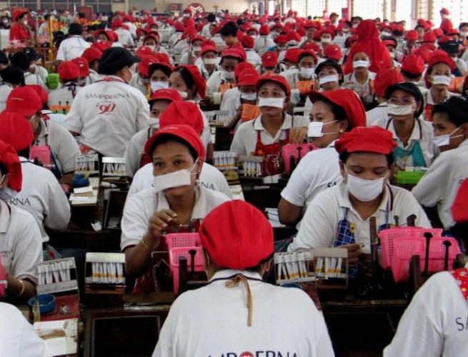 Puluhan Karyawan Pabrik Rokok Sampoerna Positif Covid-19