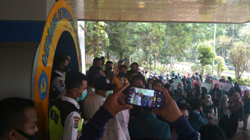 Puluhan Mahasiswa Duduki Rektorat Unila Tuntut Keringanan UKT