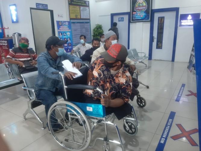 Puluhan Penyandang Disabilitas Geruduk Polresta