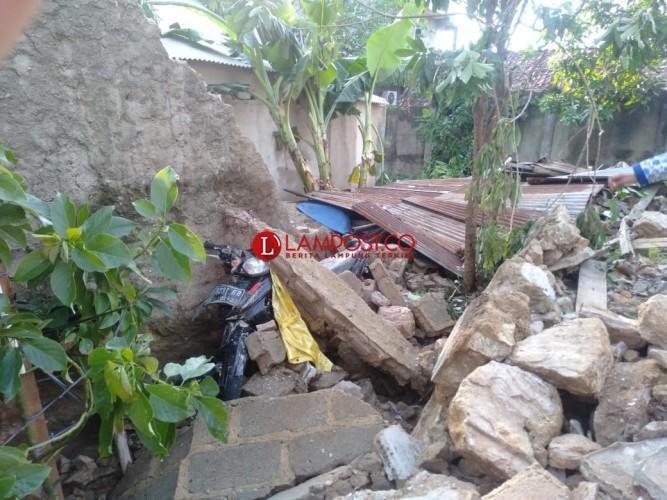 Pundak Suhendri Retak Tertimpa Tembok PT Bumi Waras
