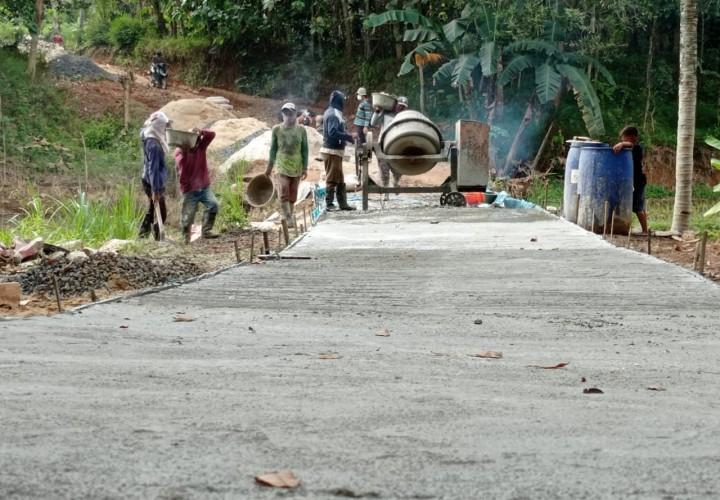 Purwosari Bangun Dua Jalan Desa untuk Penghubung Antar Dusun