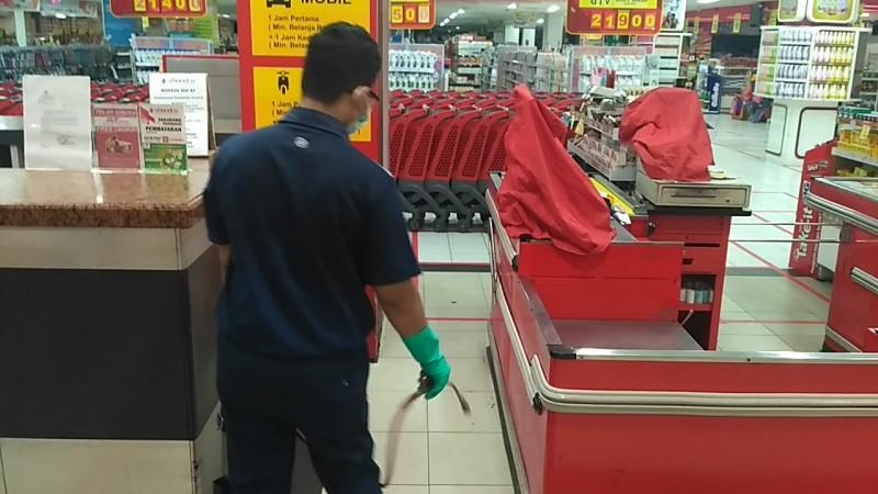 Pusat Perbelanjaan Terapkan Disinfeksi Setiap Hari