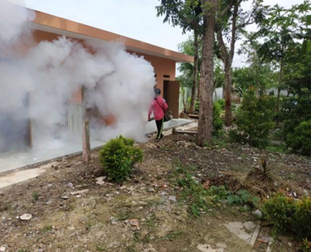 Puskesmas Sidomulyo Fogging Rumah Penderita DBD