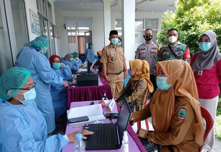 Puskesmas Tanjungsari Vaksinasi 49 Pelayan Publik