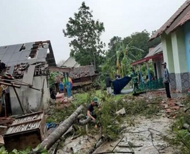 Puting Beliung di Tulangbawang Tewaskan 2 orang dan Rusak 250 Rumah