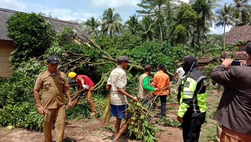Puting Beliung Rusak 78 Rumah di Way Kanan