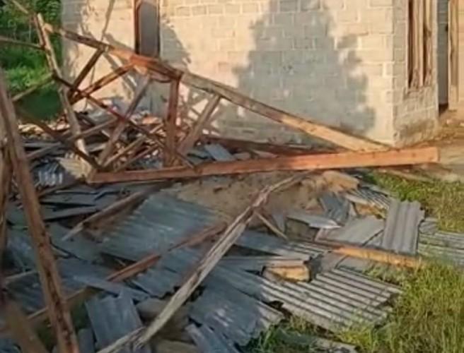 Puting Beliung Rusak Belasan Rumah di Poncowati