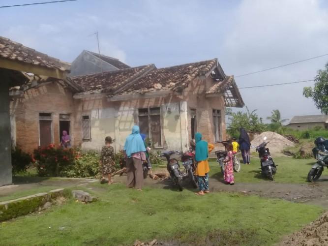 Puting Beliung Terjang Puluhan Rumah di Margacatur Kalianda
