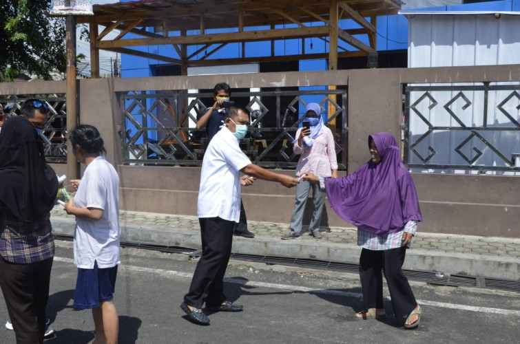 PWI Lampung Peduli Covid-19 Bagikan Masker dan Hand Sanitizer