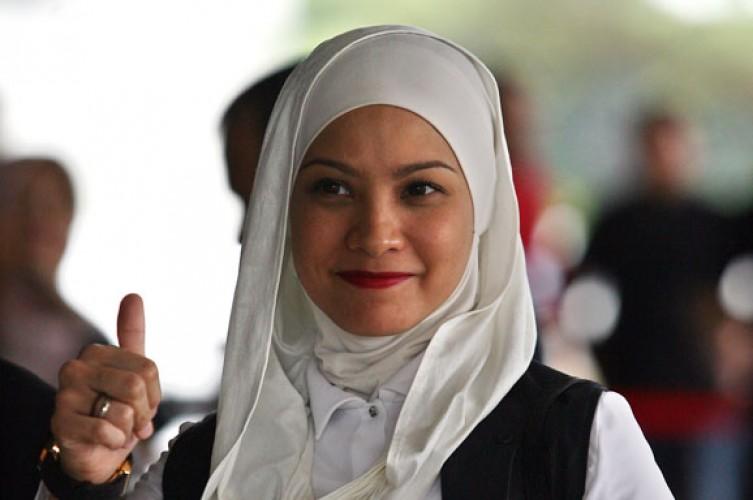 Rachel Maryam Sahkan Pernikahan Secara Hukum Usai 9 Tahun Nikah Siri
