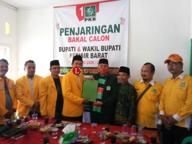Rahman Kholid Kembalikan Berkas Pilbup Pesisir Barat ke PKB