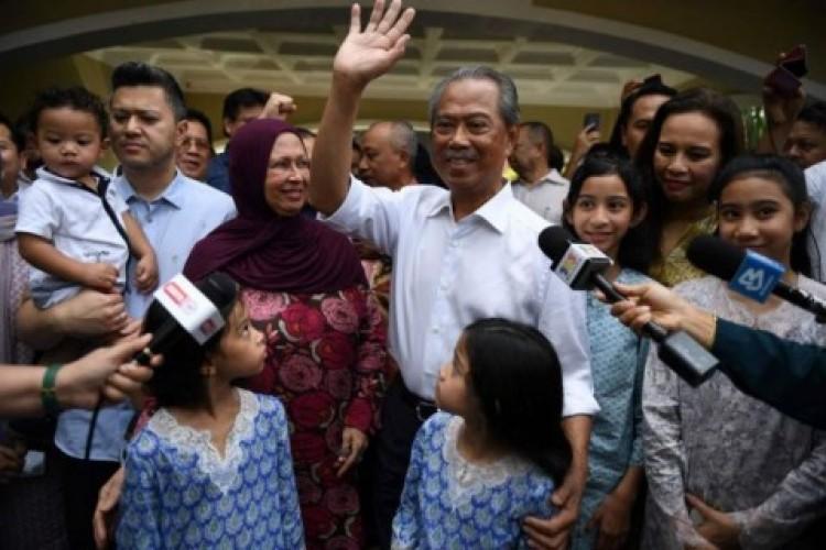 Raja Tunjuk Muhyiddin Jadi Perdana Menteri Malaysia