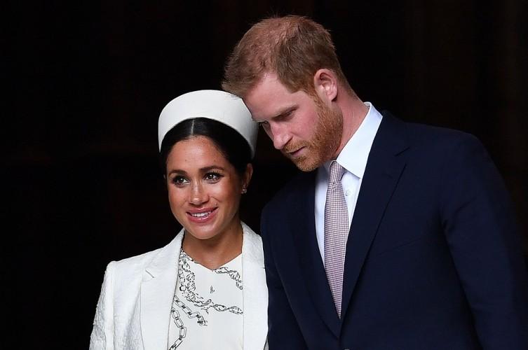 Ratu Inggris Sepakati Masa Transisi Harry dan Meghan
