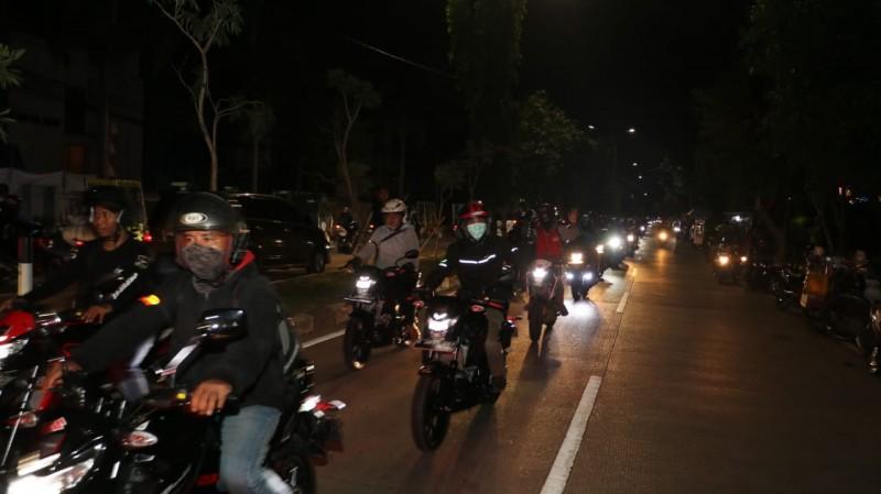Ratusan Bikers Suzuki Gelar Riding Malam Hari