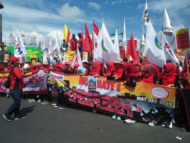 Ratusan Buruh Gelar May Day di Bundaran Tugu Adipura Bandar Lampung