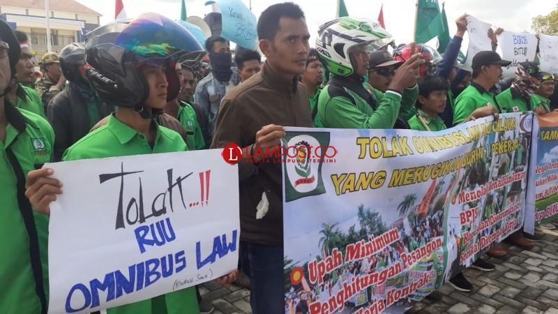 Ratusan Buruh Mesuji Demo Tolak RUU Omnibus Law